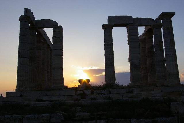 Der Poseidontempel, der auf dem Kap Sounion thront (Athen)